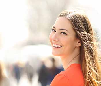 Image of a Young Lady used Porcelain veneers